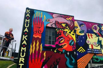 New mural brings te ao Māori to vibrant life on Wallace St
